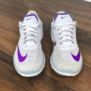 Nike Women's Fs Lite Run 4 Size 9.5